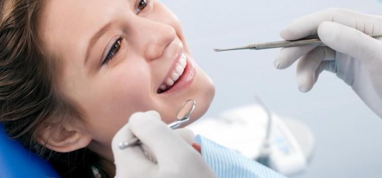 Igiene Orale . Denti forti e sani.